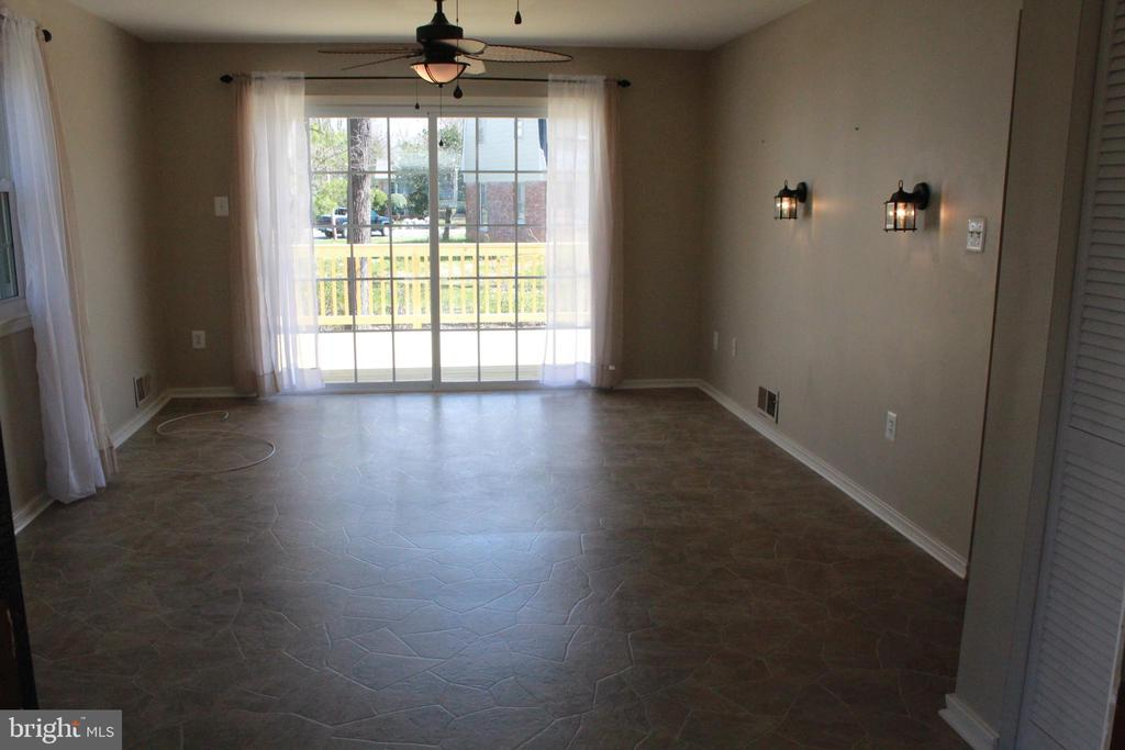 Family Room - just off kitchen - 9005 CHERRYTREE DR, ALEXANDRIA