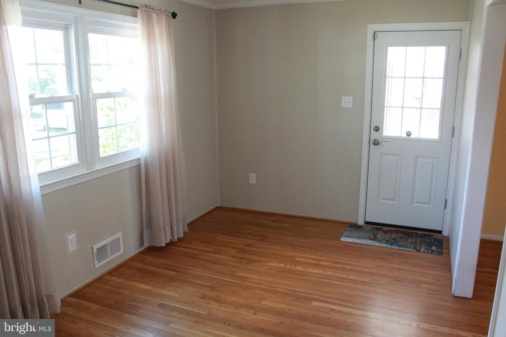 Bonus room - behind living room - 9005 CHERRYTREE DR, ALEXANDRIA