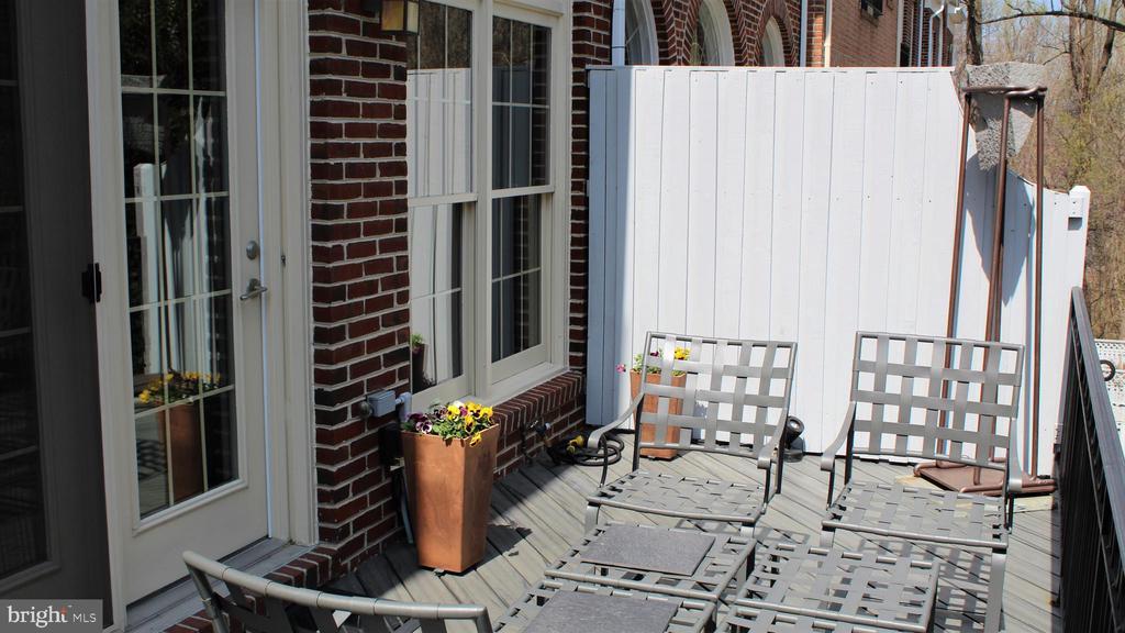 Terrific Deck off Living Room - 2131 N SCOTT ST, ARLINGTON