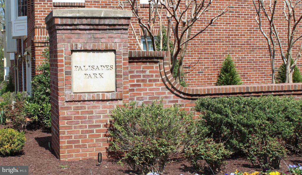 Lovely & Convenient Palisades Park - 2131 N SCOTT ST, ARLINGTON