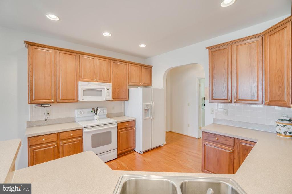 fully equipped kitchen with desk center - 126 YORKTOWN BLVD, LOCUST GROVE