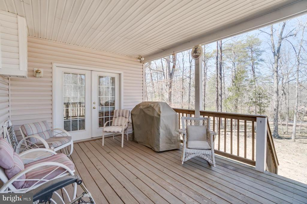 Covered rear deck off the sunroom - 126 YORKTOWN BLVD, LOCUST GROVE