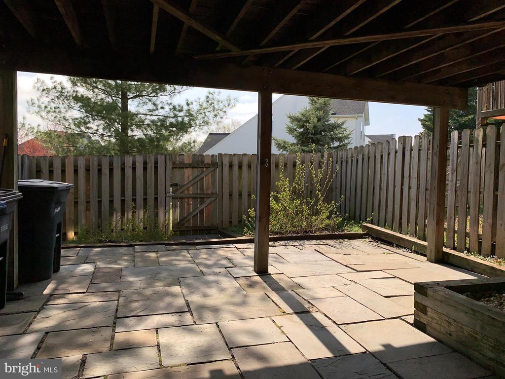 Fenced Backyard - 651 MCLEARY SQ SE, LEESBURG