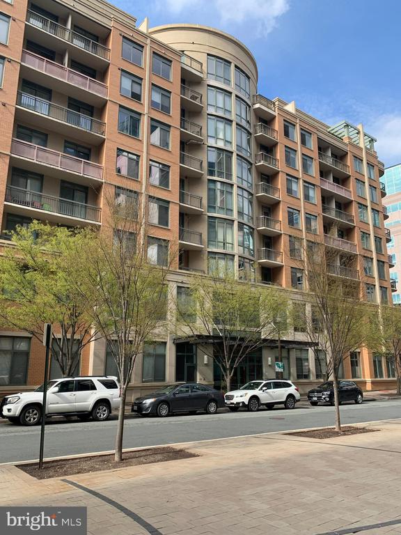 Luxury condo one block to Va Square Metro - 3625 10TH ST N #602, ARLINGTON