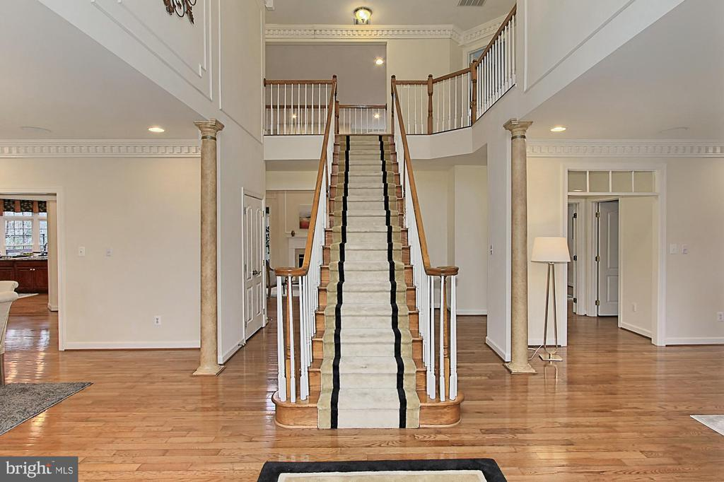 Two-story Grand Entrance Foyer - 8260 ROSELAND DR, FAIRFAX STATION