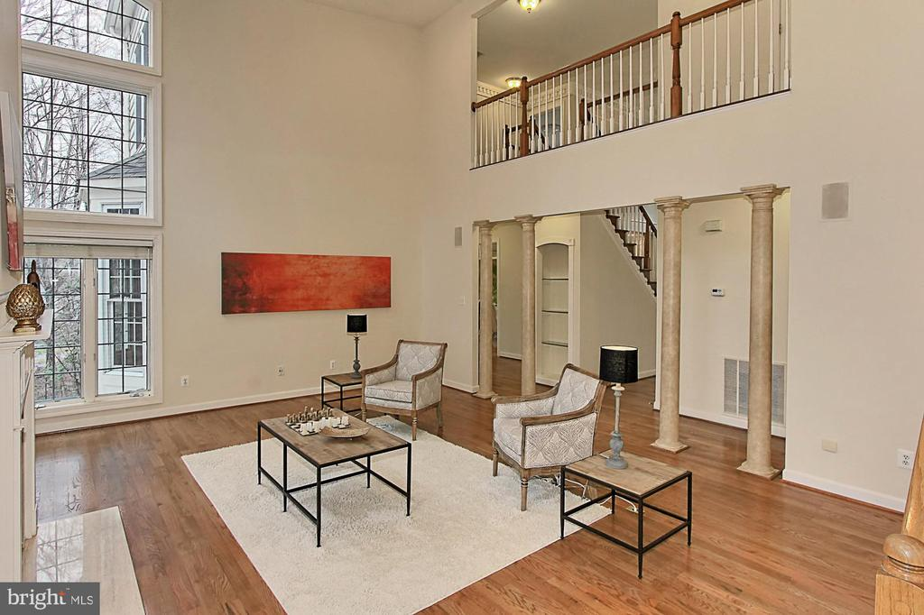 2-Story Family Room - 8260 ROSELAND DR, FAIRFAX STATION