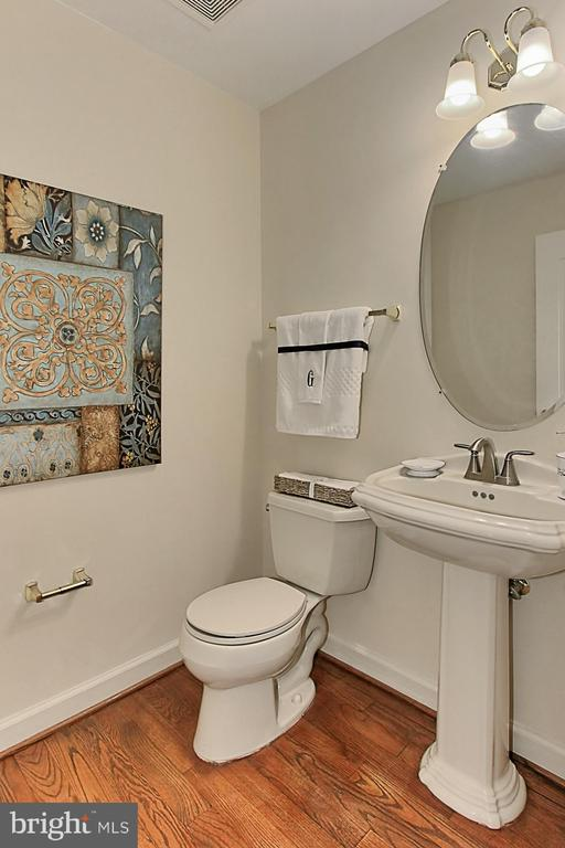 First Powder Room - 8260 ROSELAND DR, FAIRFAX STATION