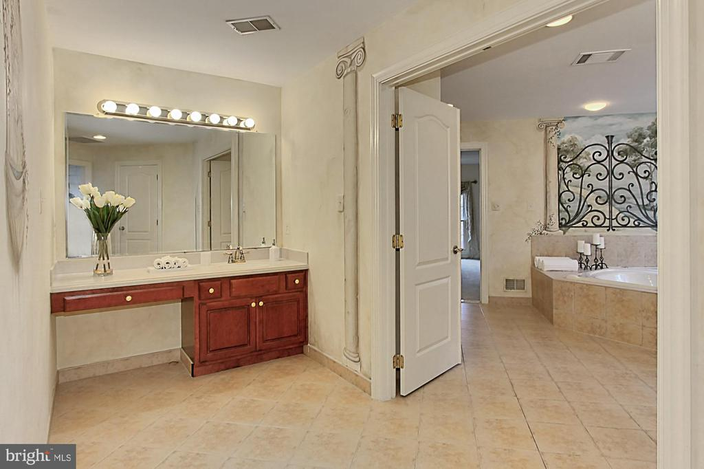 Master Bathroom with Built-In Seated Vanity - 8260 ROSELAND DR, FAIRFAX STATION
