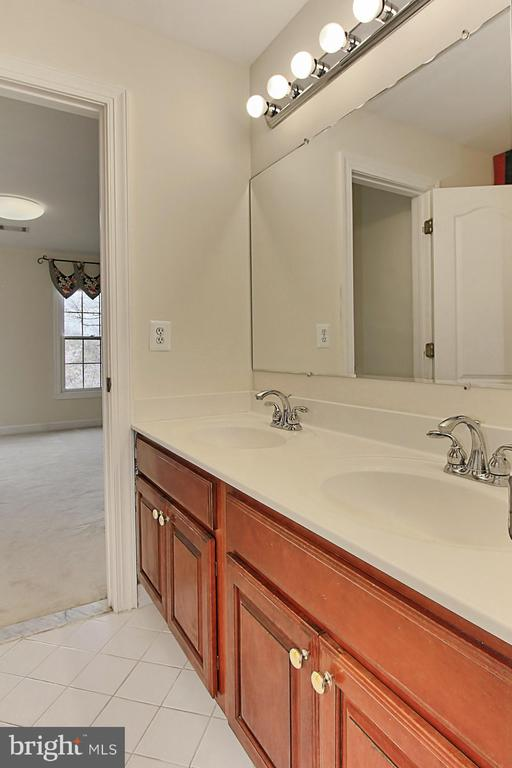 Full Bathroom #3 (Jack & Jill, on second floor) - 8260 ROSELAND DR, FAIRFAX STATION