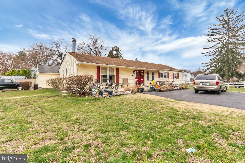 Maison unifamiliale pour l Vente à 1018 CHEWS LANDING Road Laurel Springs, New Jersey 08021 États-Unis