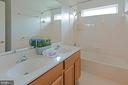 Upper level hall bath - 5312 MAPLE VALLEY CT, CENTREVILLE