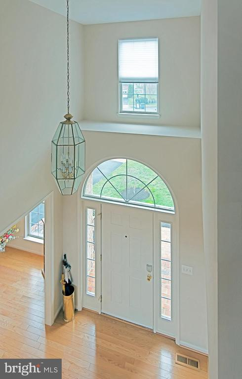 Foyer from upper level - 5312 MAPLE VALLEY CT, CENTREVILLE