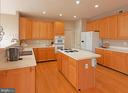 Oak cabinets and hardwood floors - 5312 MAPLE VALLEY CT, CENTREVILLE