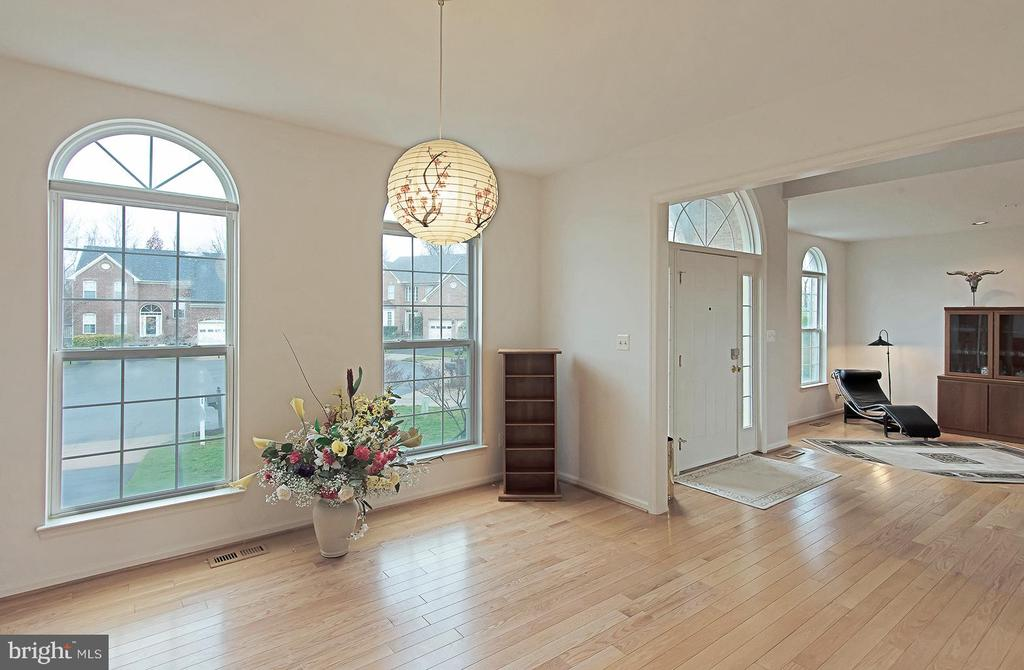 Dining room looking towards foyer and living room - 5312 MAPLE VALLEY CT, CENTREVILLE