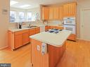 Kitchen, Wall oven, microwave, cooktop, - 5312 MAPLE VALLEY CT, CENTREVILLE