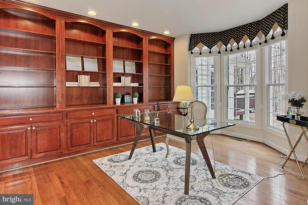 Office with Bay Window and Built-In Bookshelves - 8260 ROSELAND DR, FAIRFAX STATION