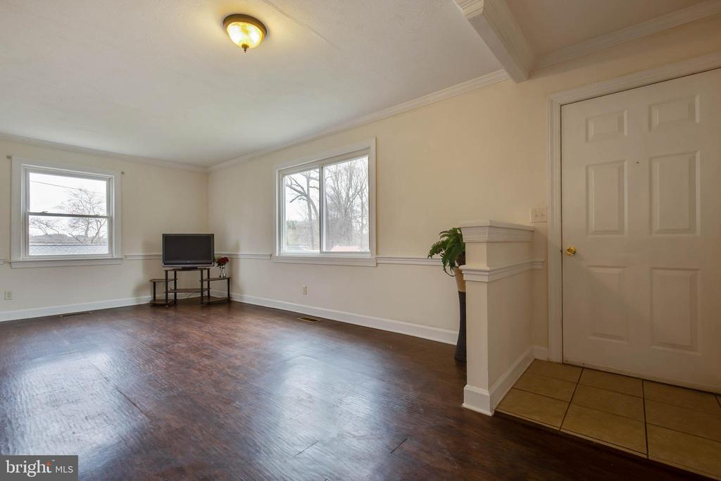 Enter into the family room - 30-40 VINCENT LN, STAFFORD