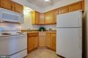 Newer cabinets and countertops - 30-40 VINCENT LN, STAFFORD