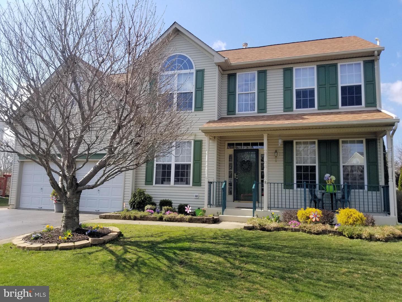 Maison unifamiliale pour l Vente à 8 BERWICK East Windsor, New Jersey 08520 États-UnisDans/Autour: East Windsor Township