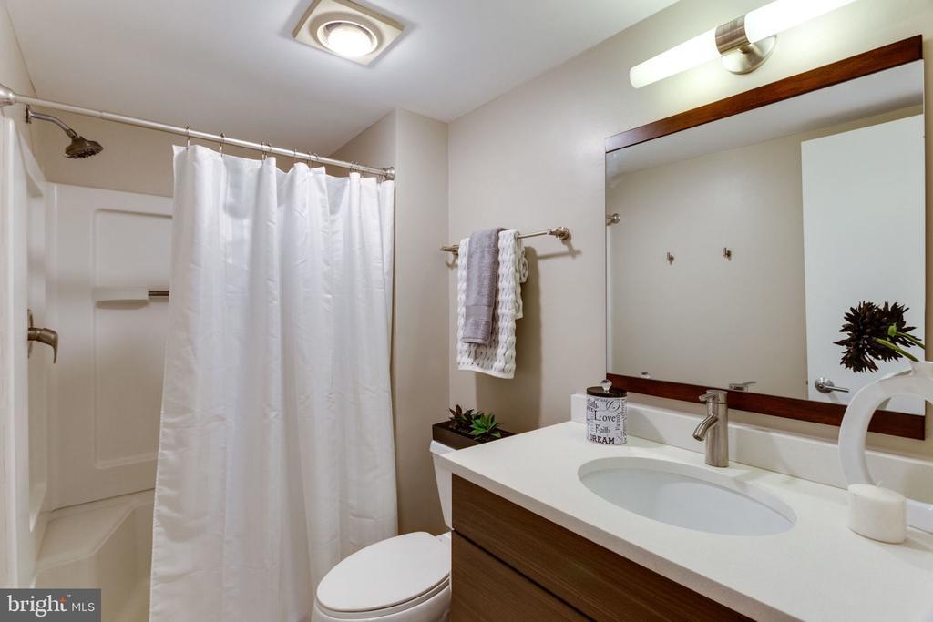 Guest Bathroom - 900 N STAFFORD ST N #1608, ARLINGTON