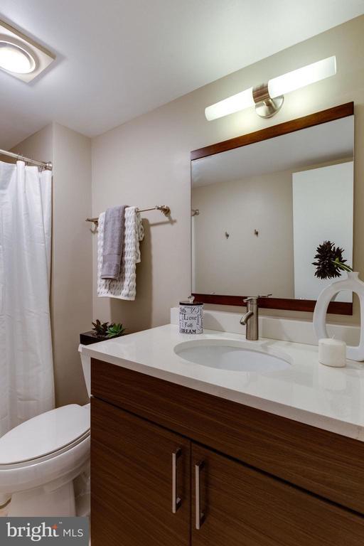 Guest Bathroom with Modern Vanity,  and flooring - 900 N STAFFORD ST N #1608, ARLINGTON