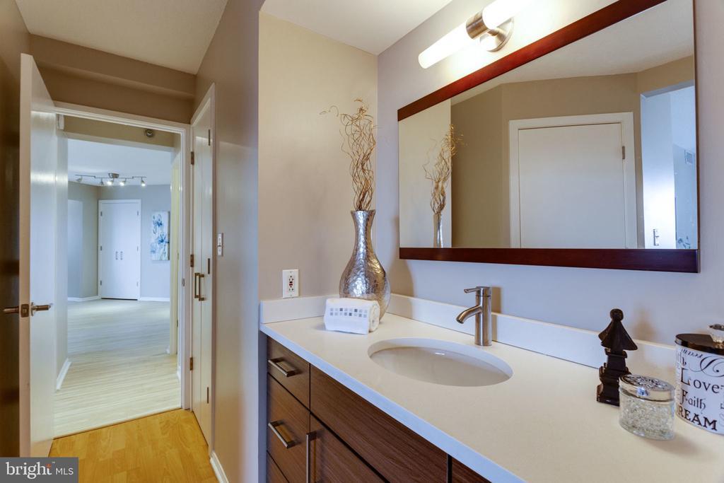 View to main living space - 900 N STAFFORD ST N #1608, ARLINGTON