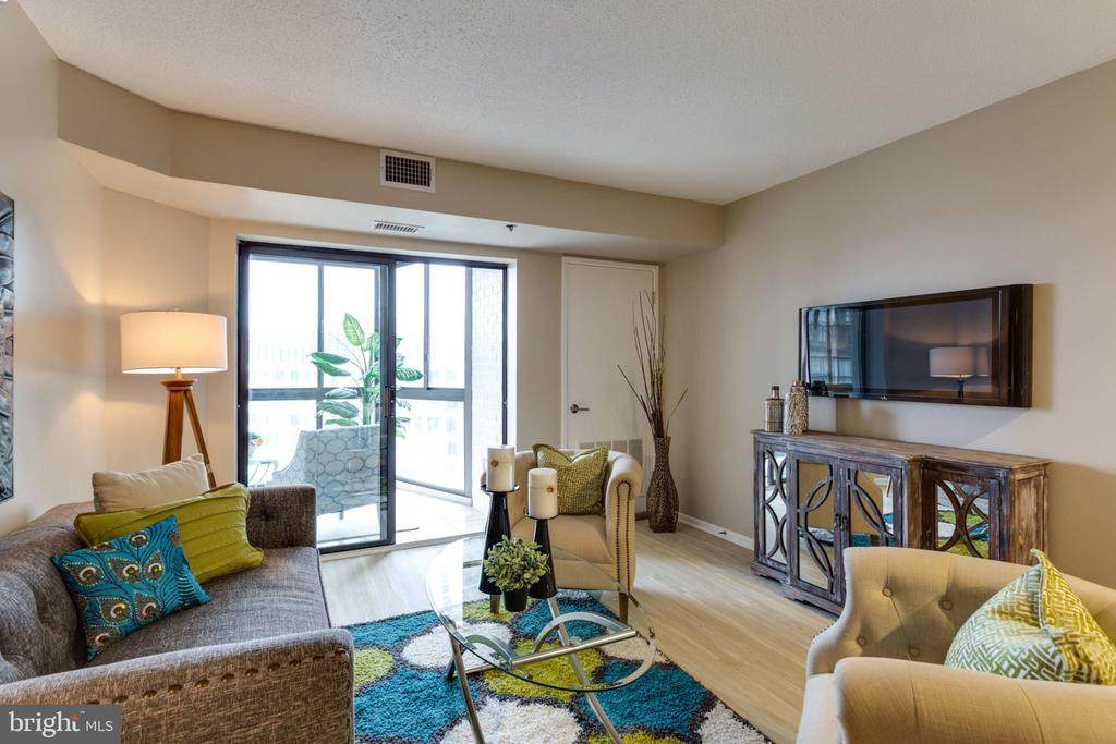 Living Room with almost 100sf enclosed Sunroom - 900 N STAFFORD ST N #1608, ARLINGTON