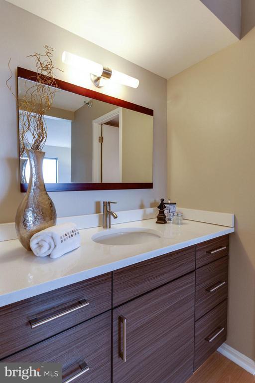 Master Bath Vanity - 900 N STAFFORD ST N #1608, ARLINGTON