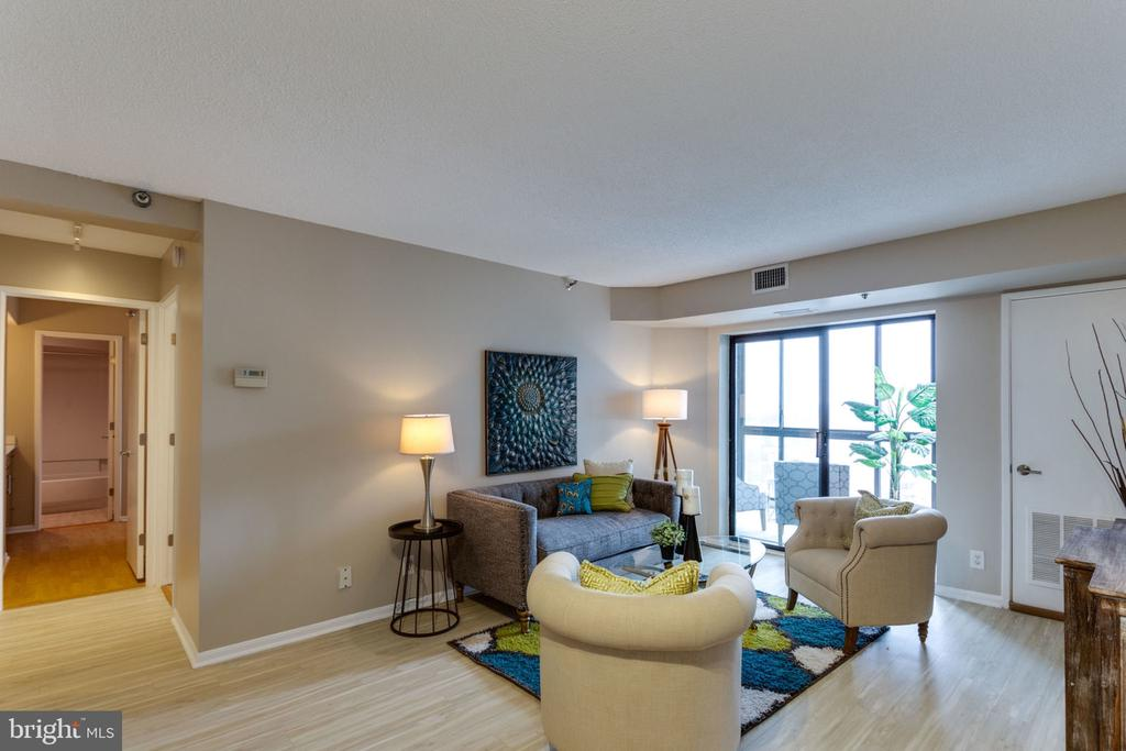 Living Room, hallway view - 900 N STAFFORD ST N #1608, ARLINGTON