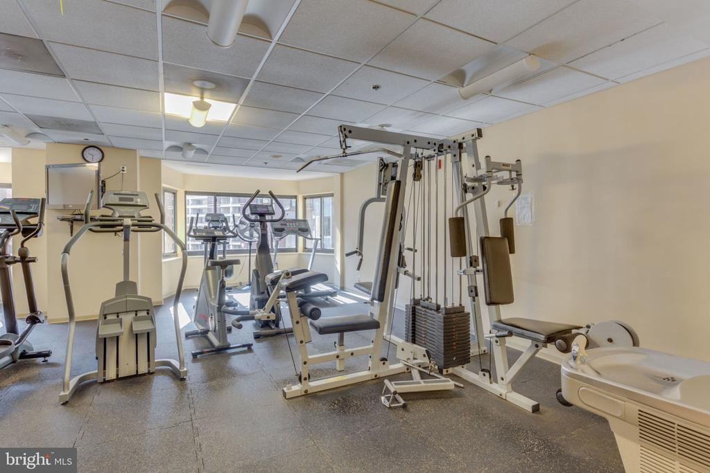 Building Amenities - 900 N STAFFORD ST N #1608, ARLINGTON
