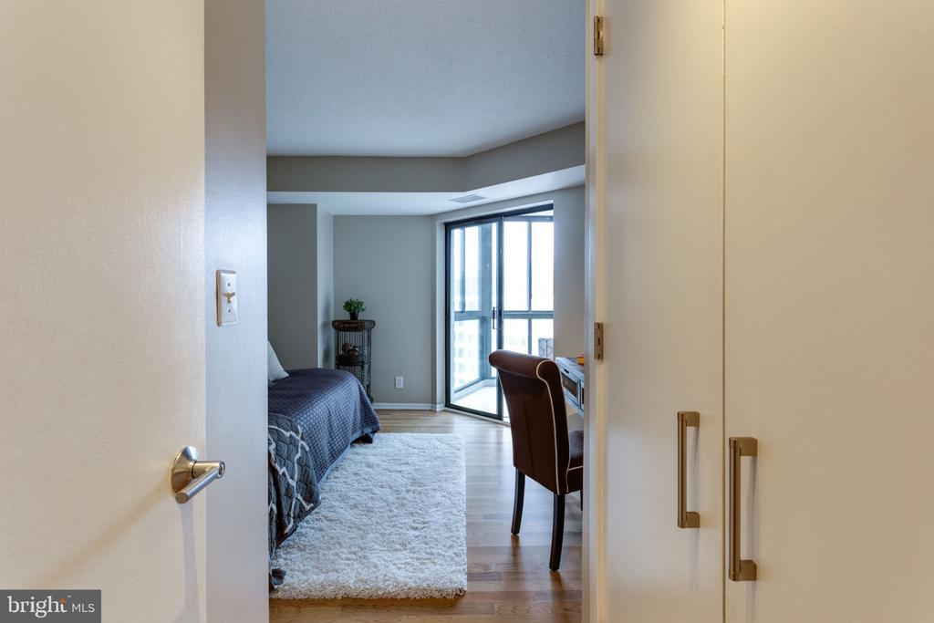 Master bedroom walk-in closet - 900 N STAFFORD ST N #1608, ARLINGTON