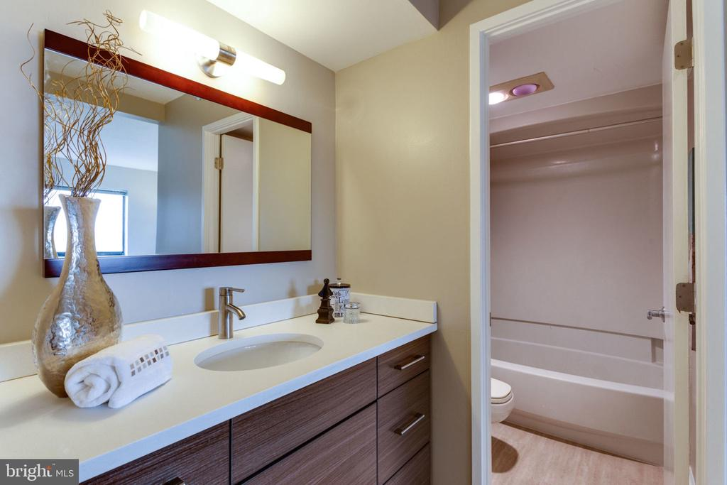 Modern Master Bath Vanity w  quartz countertops - 900 N STAFFORD ST N #1608, ARLINGTON