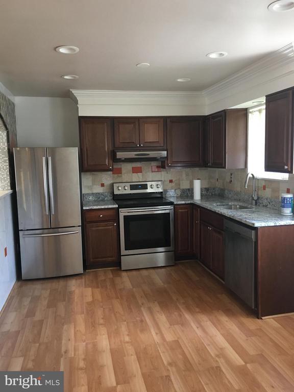 Kitchen - 6425 GREENLEAF ST, SPRINGFIELD