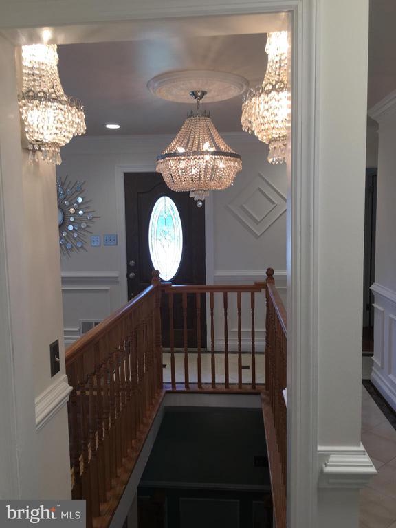 Beautifull Chandler light - 6425 GREENLEAF ST, SPRINGFIELD