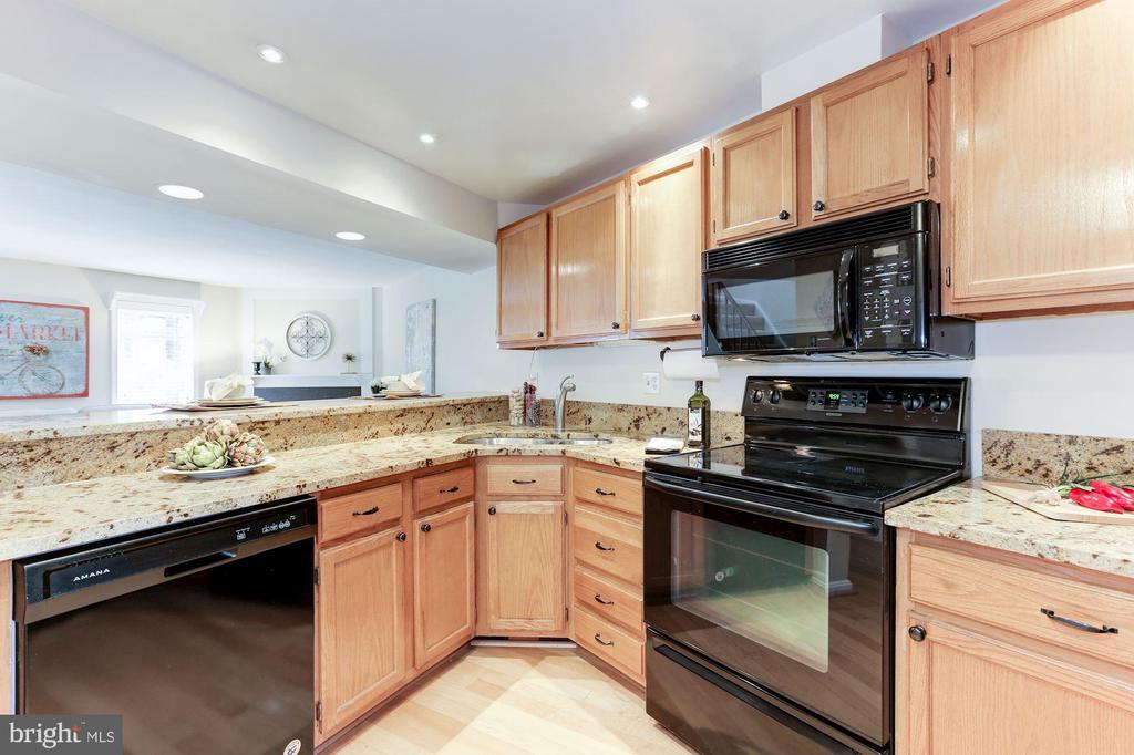 Kitchen - 11921 REDTREE WAY, RESTON