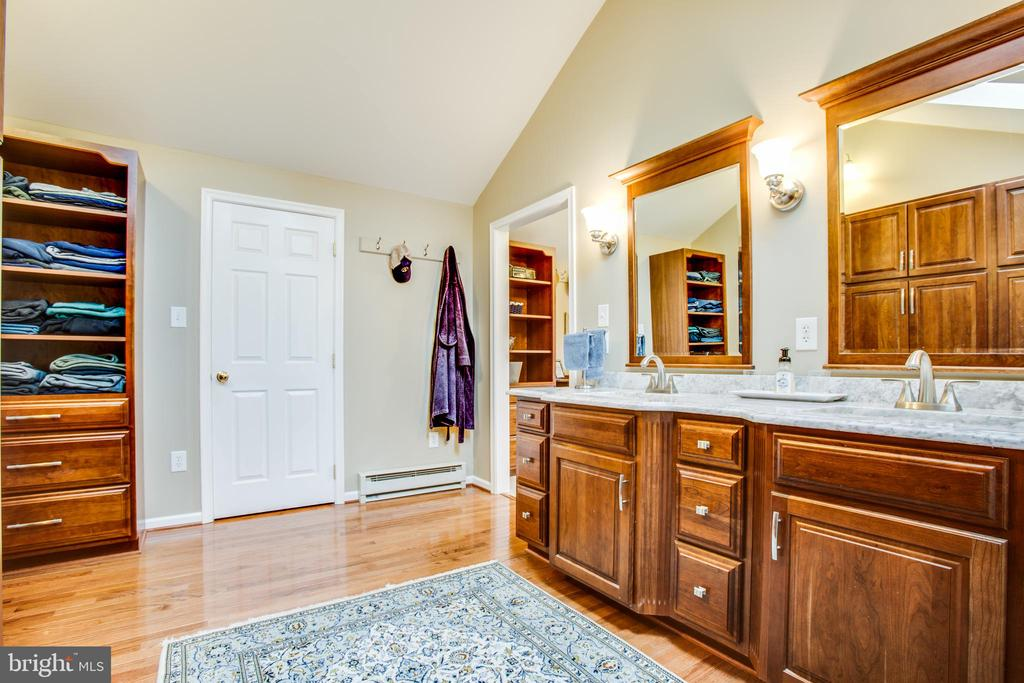 Master bathroom double sinks and built ins - 8202 WATERFORD DR, SPOTSYLVANIA
