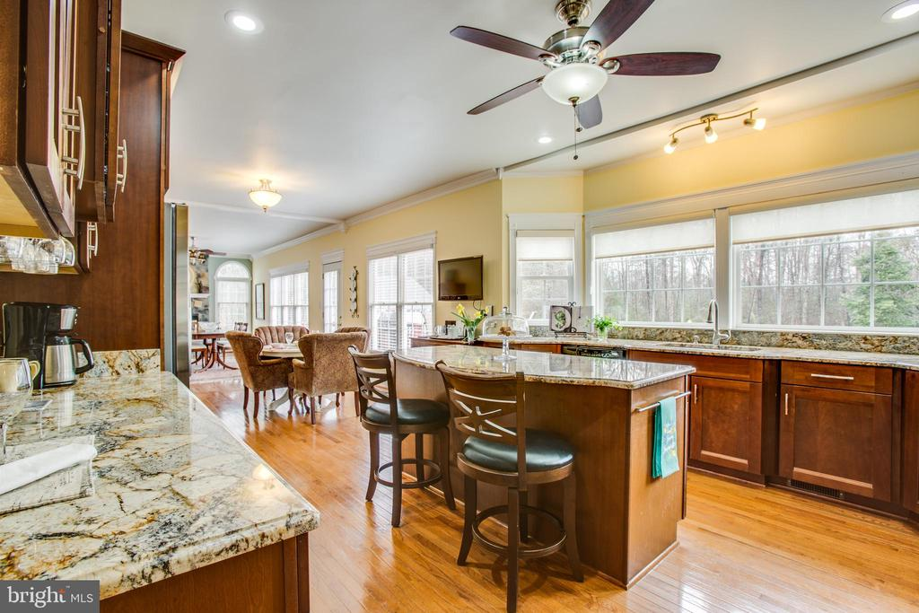 Windows make it feel bright and airy - 8202 WATERFORD DR, SPOTSYLVANIA