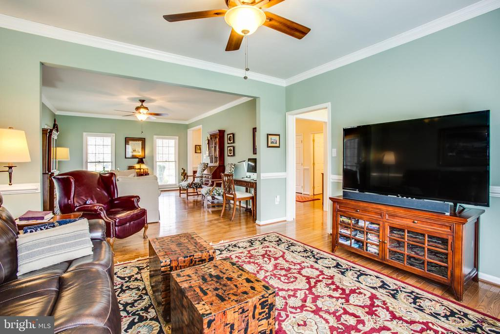 Dining room, being used as a family room - 8202 WATERFORD DR, SPOTSYLVANIA