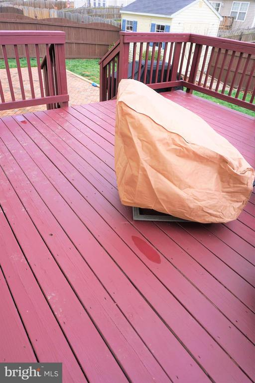 Newly stained deck - 10212 NAPOLEON ST, FREDERICKSBURG
