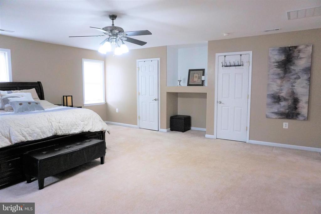 Master bedroom with 2 walk-in closets - 10212 NAPOLEON ST, FREDERICKSBURG