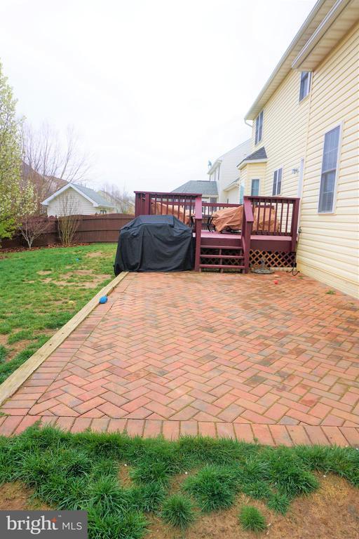 Sizeable patio for entertaining - 10212 NAPOLEON ST, FREDERICKSBURG
