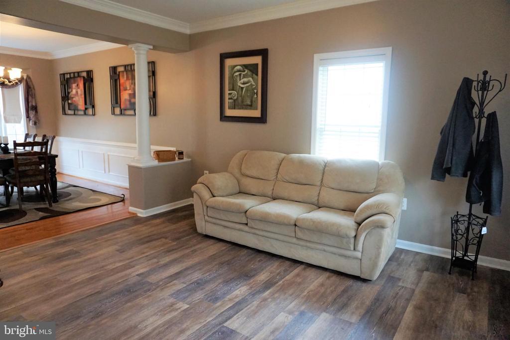 Formal living room - 10212 NAPOLEON ST, FREDERICKSBURG