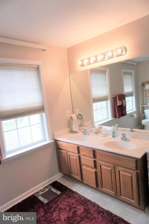 Master bath double sinks. - 10212 NAPOLEON ST, FREDERICKSBURG