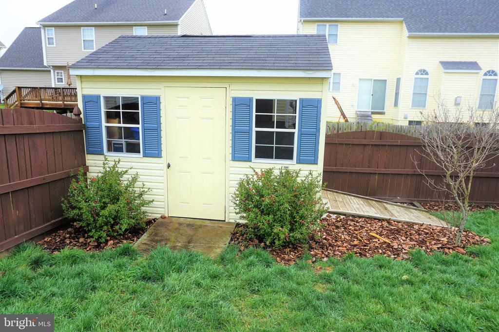 Beautiful shed to match the home - 10212 NAPOLEON ST, FREDERICKSBURG