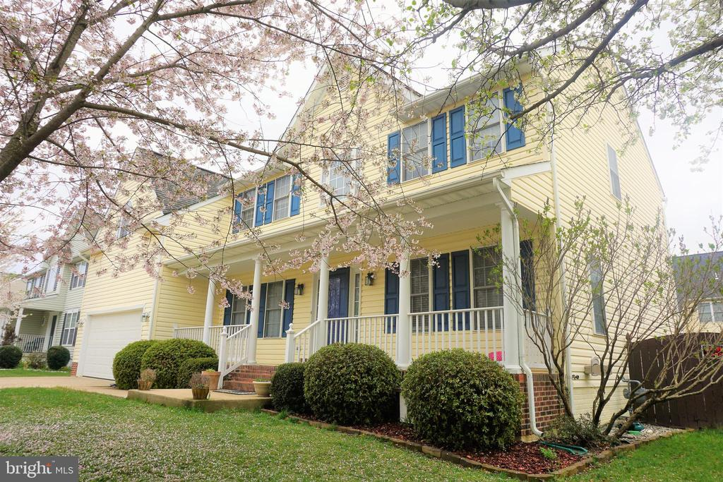 Beautifully landscaped with Cherry Blossom trees - 10212 NAPOLEON ST, FREDERICKSBURG