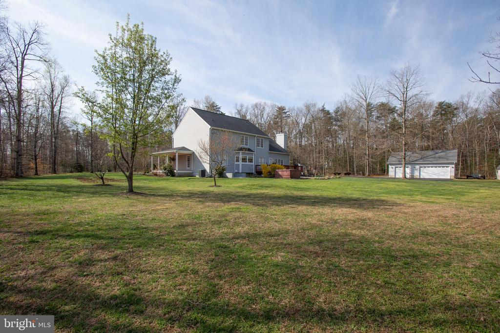 level backyard - 8202 WATERFORD DR, SPOTSYLVANIA