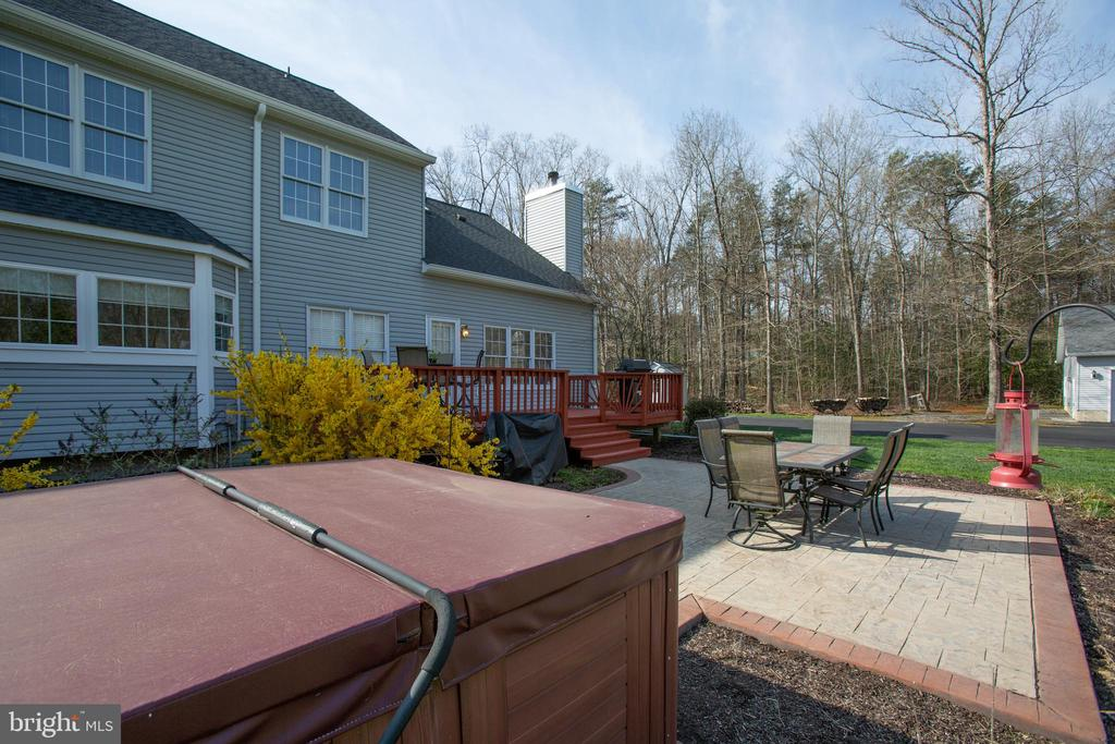 Hot tub conveys - 8202 WATERFORD DR, SPOTSYLVANIA