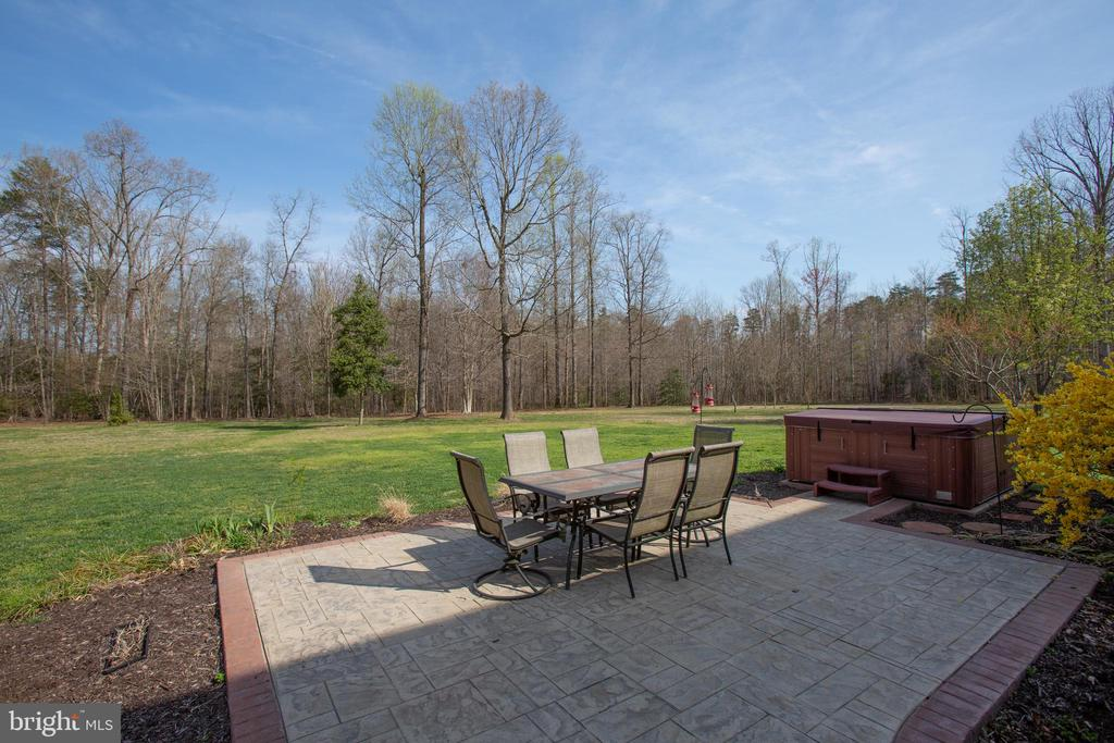 Patio area with stamped concrete - 8202 WATERFORD DR, SPOTSYLVANIA