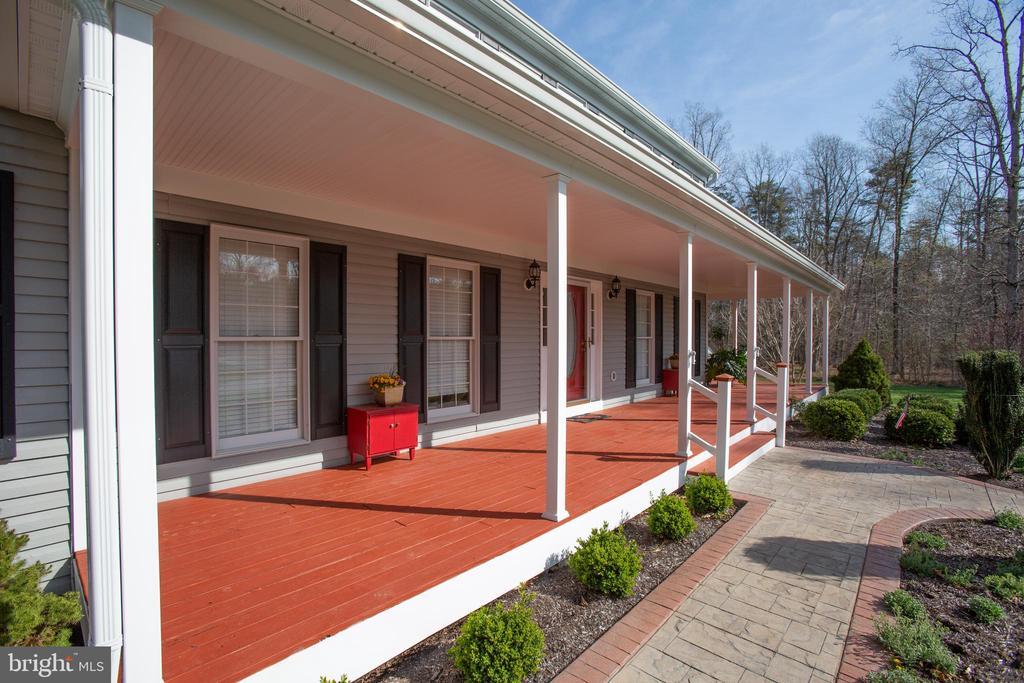 front porch - 8202 WATERFORD DR, SPOTSYLVANIA