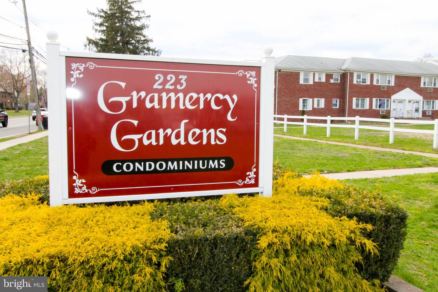 Single Family Home for Sale at 18-A GRAMERCY GDNS Middlesex, New Jersey 08846 United States